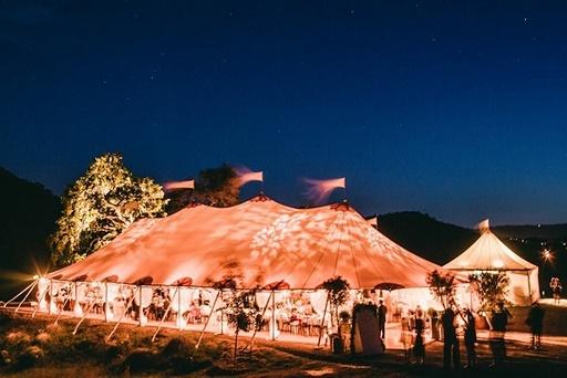 Wesele w plenerze, ślub w plenerze, dekoracje namiotów weselnych, przyjęcie plenerowe