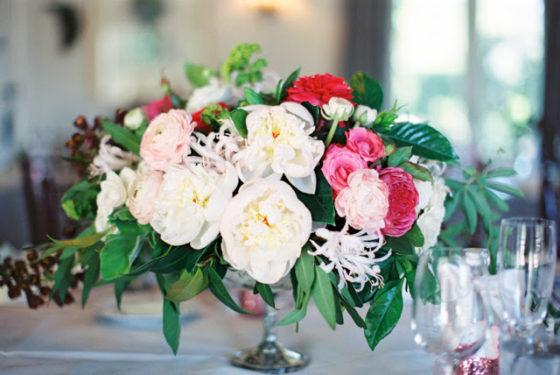 Dekoracje z piwonii, kompozycje na stoły weselne z piwonii, piwonie na wesele