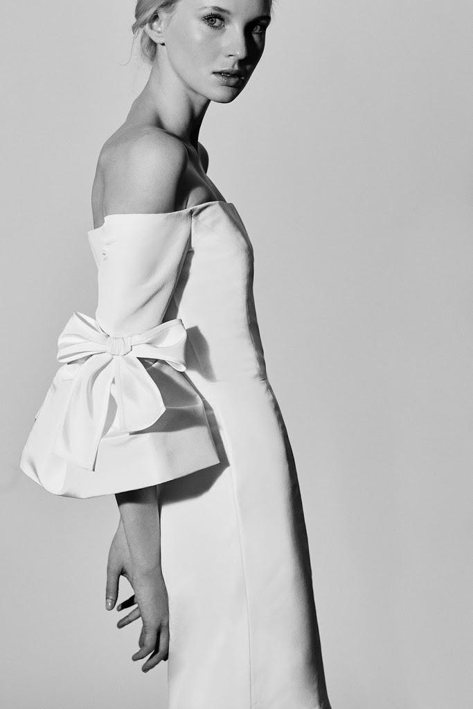 Carolina Herrera suknie ślubne 2018,  Najpiękniejsze suknie ślubne 2018, Suknie ślubne znanych projektantów, Trendy ślubne 2018, Modna Panna Młoda, Panna Młoda 2018, Wedding Dress 2018, Modna suknie ślubne, Panna Młoda ubiór