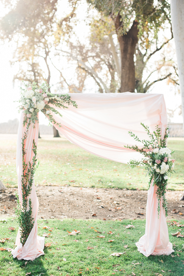 dekoracje na ślub wiosną, Suknia ślubna na wiosnę, ślub na wiosnę, Ślub Wiosną, wiosenne dekoracje na wesele, wiosenne inspiracje, wiosenne wesele, wiosenne zaślubiny
