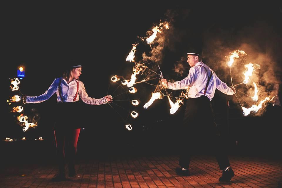 Fireshow, Pokaz Ognia, Teatr Ogni, Atrakcje weselne, jak zakończyć wesele z klasą, zakończenie wesela pomysły, inspiracje ślubne