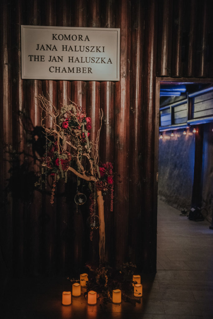 Ślub w Kopalni Soli w Wieliczce, Wesele w Kopalni Soli, Unikalne miejsce na wesele, Oryginalne miejsce na wesele, Wesele w Krakowie, Wedding Planner Krakow, Wesele w Polsce, Wedding in the Salt Mine Wieliczka, Wedding in Kraków, Wedding in Poland, Unique place for Wedding, Wedding Venues Krakow, Kopalnia Soli, Komora Haluszka w Kopalni, Dekoracje ślubne, Amazing Wedding, American Dream Wedding, ślub międzynarodowy, dekoracje światłem
