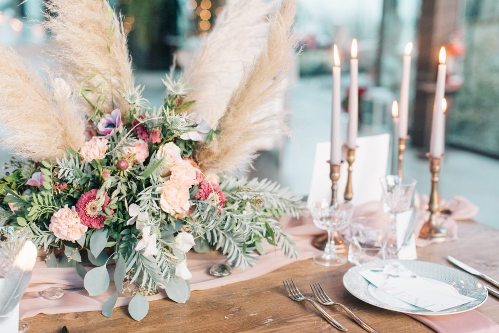 Dekoracje stołów, dekoracje weselne, dekoracje sali, Trendy ślubne 2019, ślub 2019, wesele 2019, dekoracje ślubne, trendy, dekoracje weselne, modne kolory na wesele