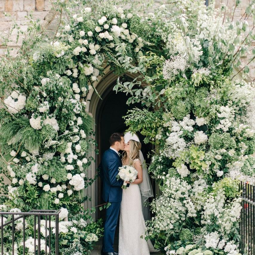 Ścianki kwiatowe, ścianka kwiatowa, ślub w plenerze dekoracje kwiatowe, kwiaty na ślub cywilny, dekoracje ślubu w plenerze,  wiosenne dekoracje ślubne, wiosenne kompozycje na ślub, ślub na wiosnę, wesele wiosną, spring wedding