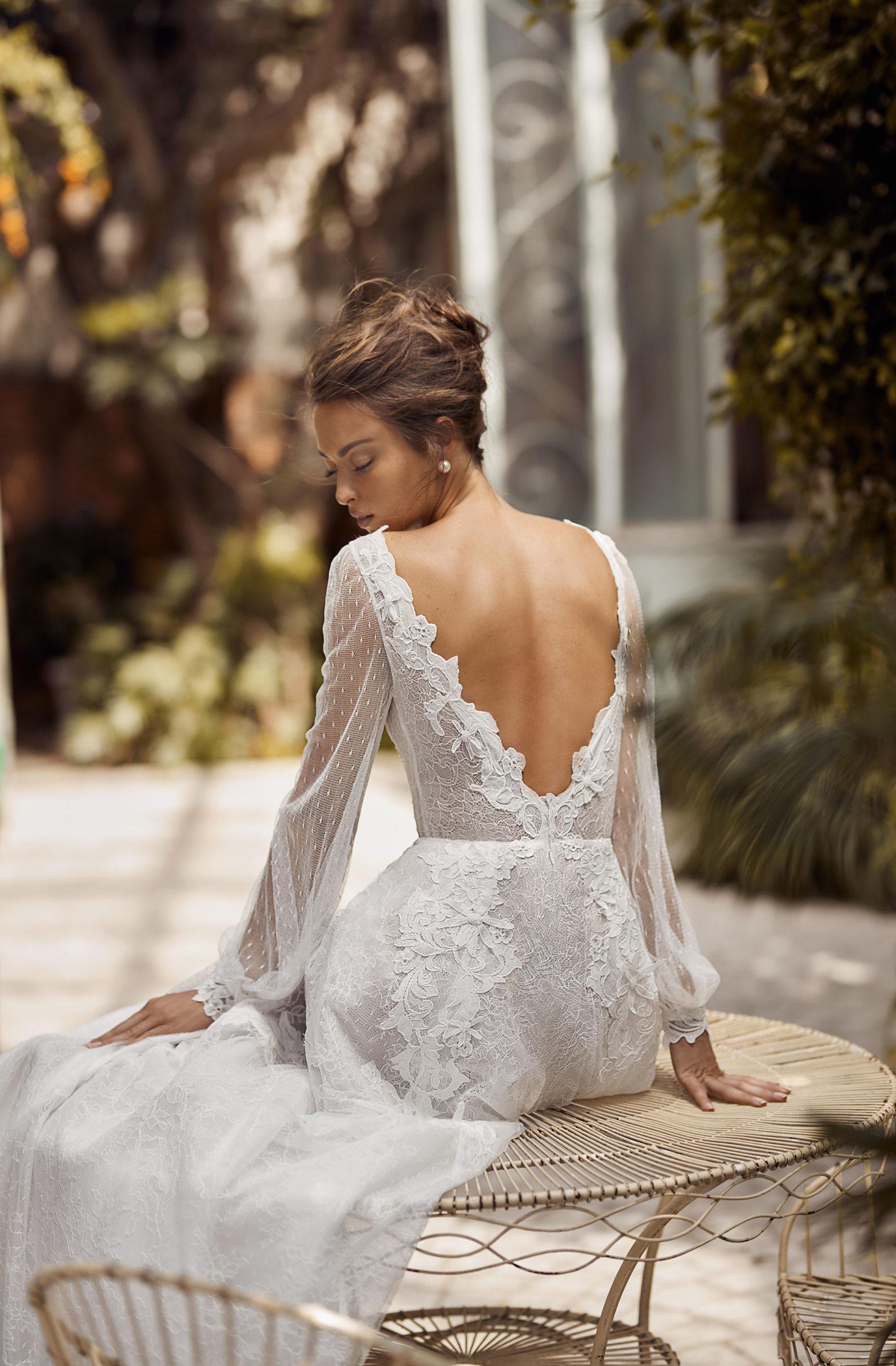 Sukni ślubne, panna młoda 2021, suknie ślubne projektantów, suknia ślubna z salonu
